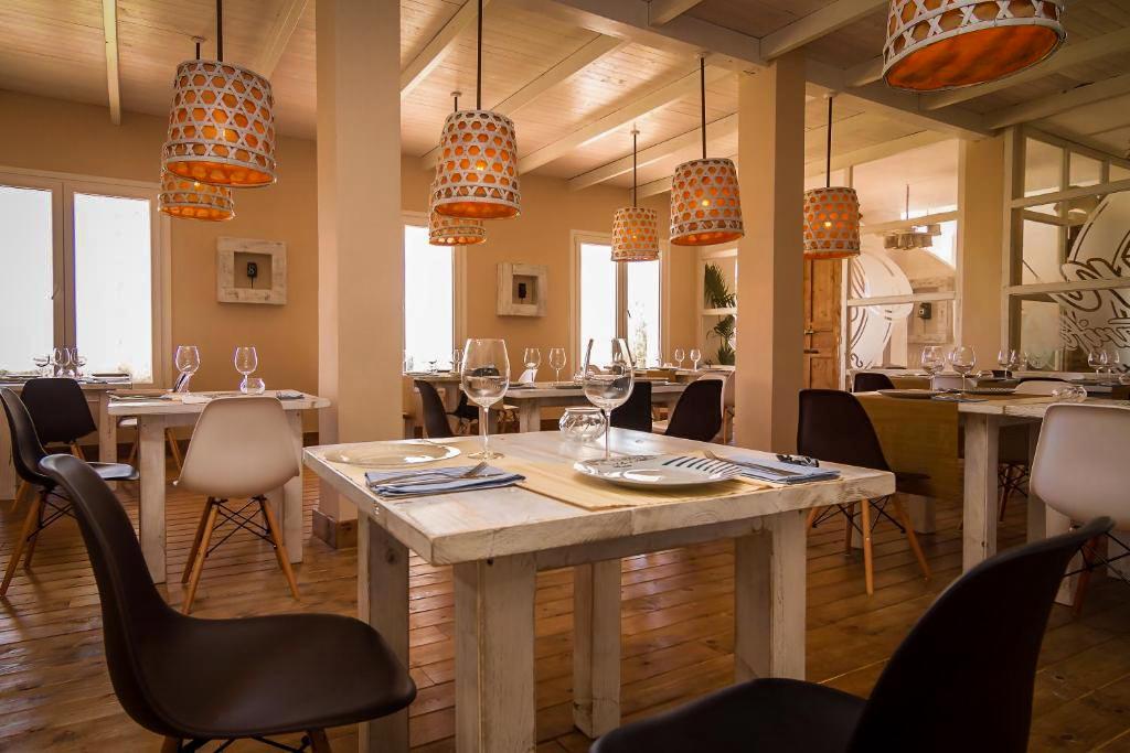 Sala del restaurante wawa tarifa en cadiz